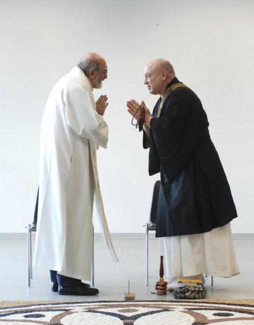 Don Augusto Scavarda e Shoryo Tarabini davanti al Mandala