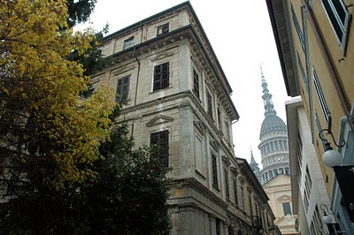 Uno scorcio di Casa Bossi con la Cupola sullo sfondo.