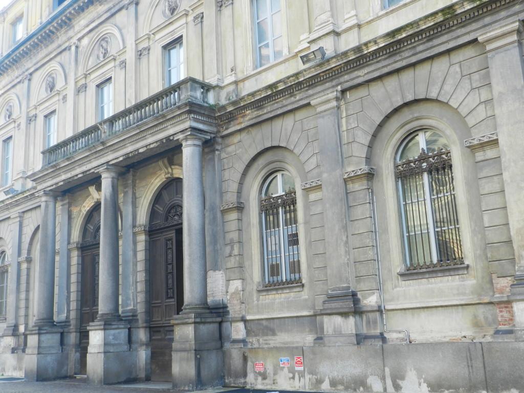 La facciata ottocentesca dell'antico ospedale