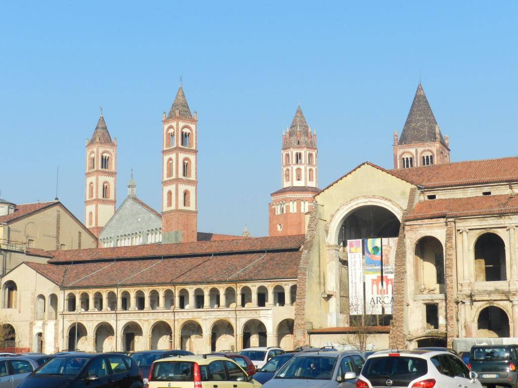 Ciò che resta delle strutture dell'antico ospedale, nell'area oggi adibita a parcheggio