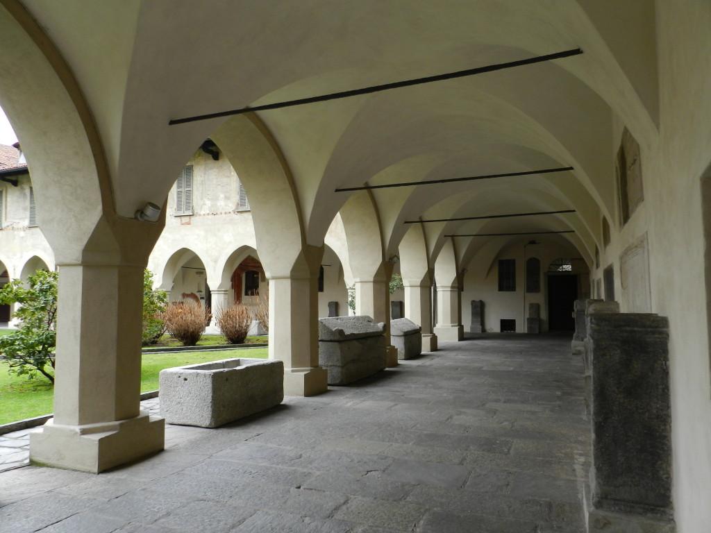 Il chiostro della Canonica di Novara