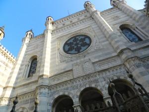 La facciata della Sinagoga di Vercelli