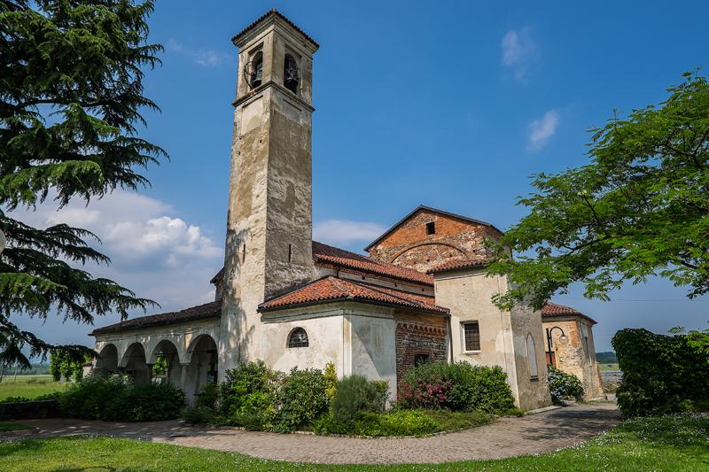 La chiesa dei Santi Pietro e Paolo a Castellengo (BI), esterno (Foto: G. P. Marchiori)